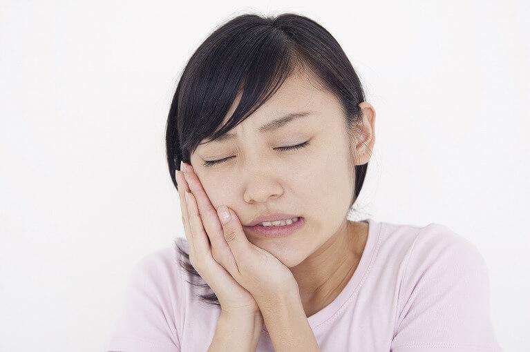 顎関節症になると起こる症状