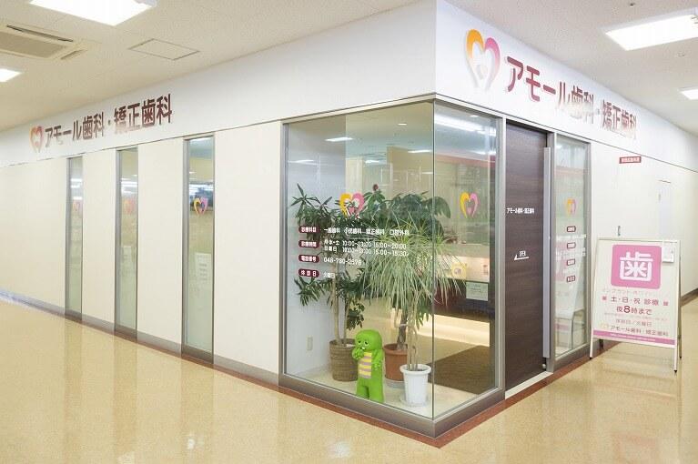 6駐車場完備、ショッピングセンター2階に院がございます。
